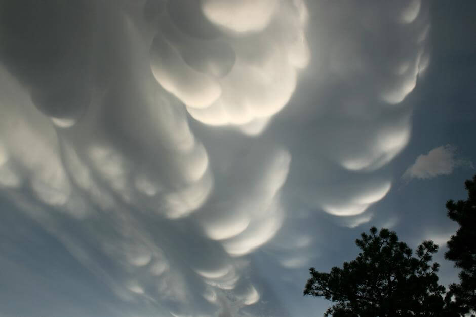Otherworldly Incantations Weather Worldbuilding Mammatus Clouds